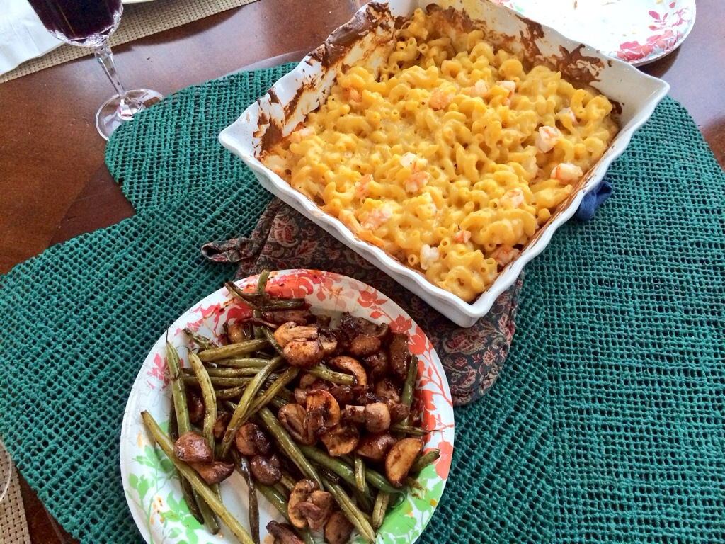 Round 1. Mac & Chee with shrimp. Green beans with sauteed mushrooms